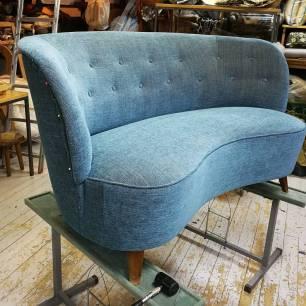 Peruskorjattu sohva - Helrenoverad soffa